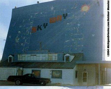 Skyway Drive-In Theatre - SKYWAY DRIVE-IN 1987 COURTESY OUTDOOR MOOVIES