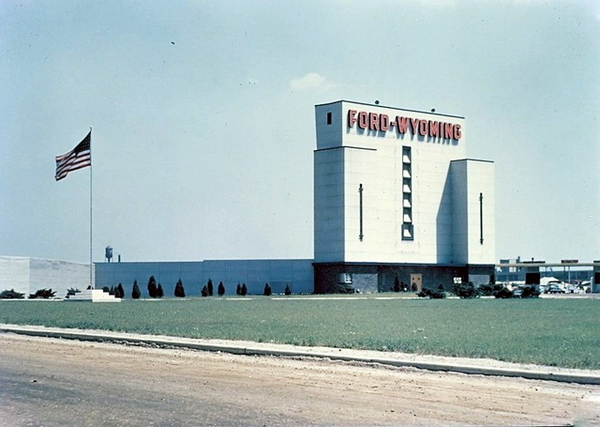 Ford-Wyoming 6-9 Theatre - VINTAGE PHOTO 1950S
