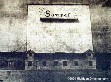 Sunset Drive-In Theatre - SUNSET SCREEN 1950