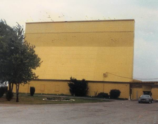 Pontiac Drive-In Theatre - SCREEN 1977 FROM GREG MCGLONE