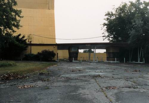 Pontiac Drive-In Theatre - 1991 SCREEN FROM GREG MCGLONE
