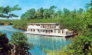 RIVERBOAT TAHQUAMENON SOO JUNCTION